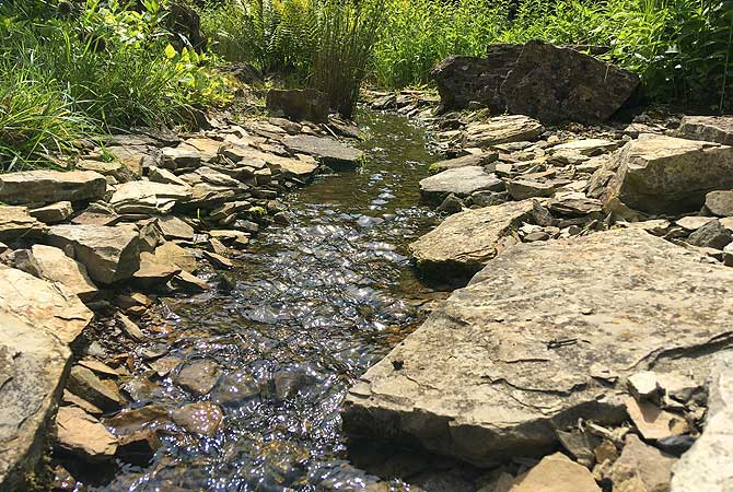 Schöner Bach und kühles Wasser