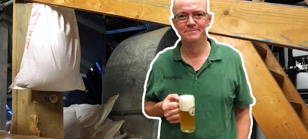 Braumeister Andreas braut bier in der Hausbrauerei Rampendahl Osnabrück