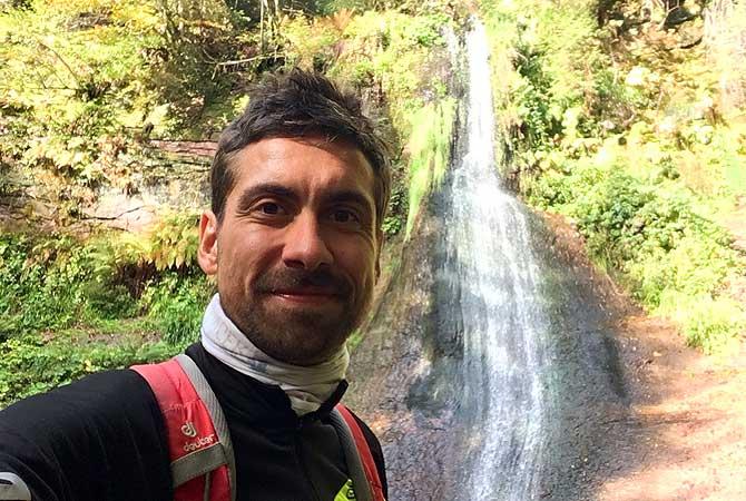 Ich auf dem Sankenbachsteig vor dem Wasserfall
