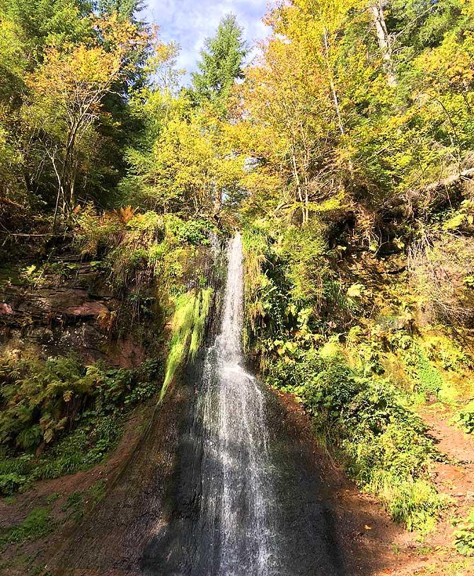 Wasserfall trifft Sonnenschein