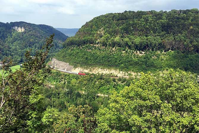 Wittinger Fels mit Blick auf Bahntrasse