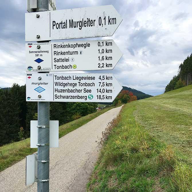 Wegweiser zwischen Tonbach, Rinkenturm und Sattelei