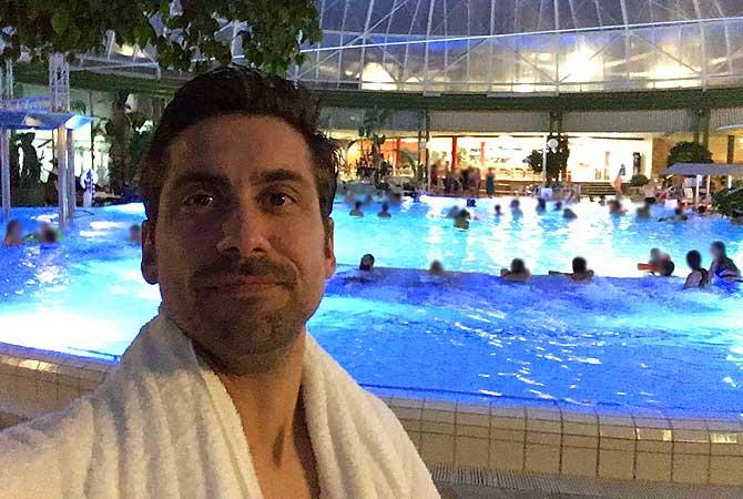 Ich in der Schwaben Therme mit Bademantel vom Thermenhotel Aulendorf