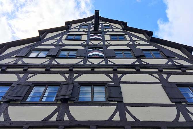 Siebendächerhaus von unten