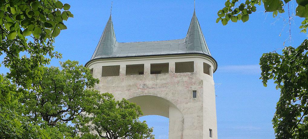 Der Schönbergturm ist Wahrzeichen von Pfullingen und ein beliebtes Ausflugsziel auf der Schwäbischen Alb