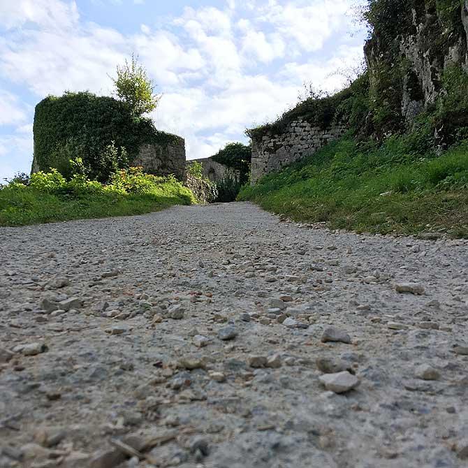 Steiler Aufstieg zur Ruine Urach