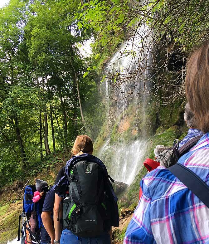 Warteschlange am Wasserfall