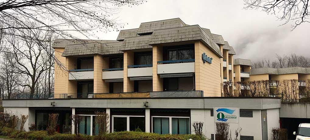 Das Garni Kurhotel Quellenhof in Bad Urach liegt nah bei den Thermen
