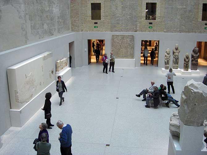Neues Museum Berlin Foyer