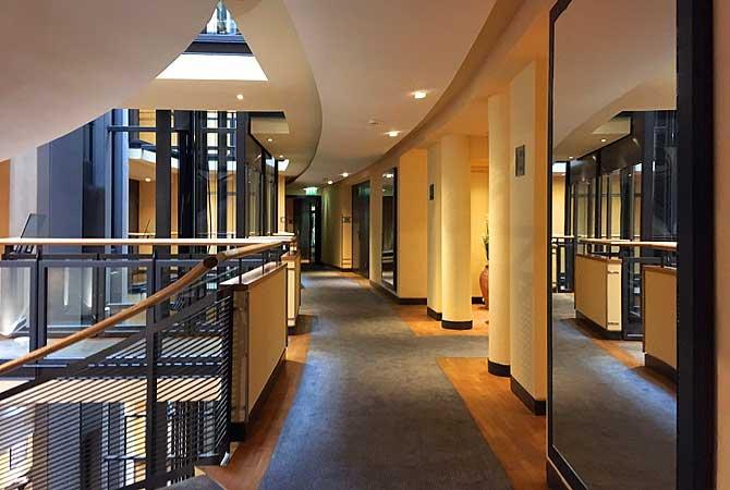 Interessanter Flur im Steigenberger Hotel