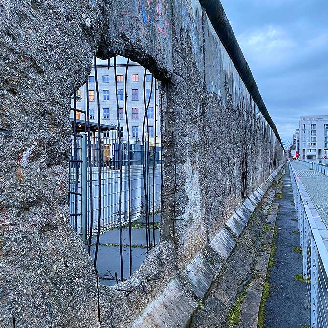 Loch in der Berliner Mauer