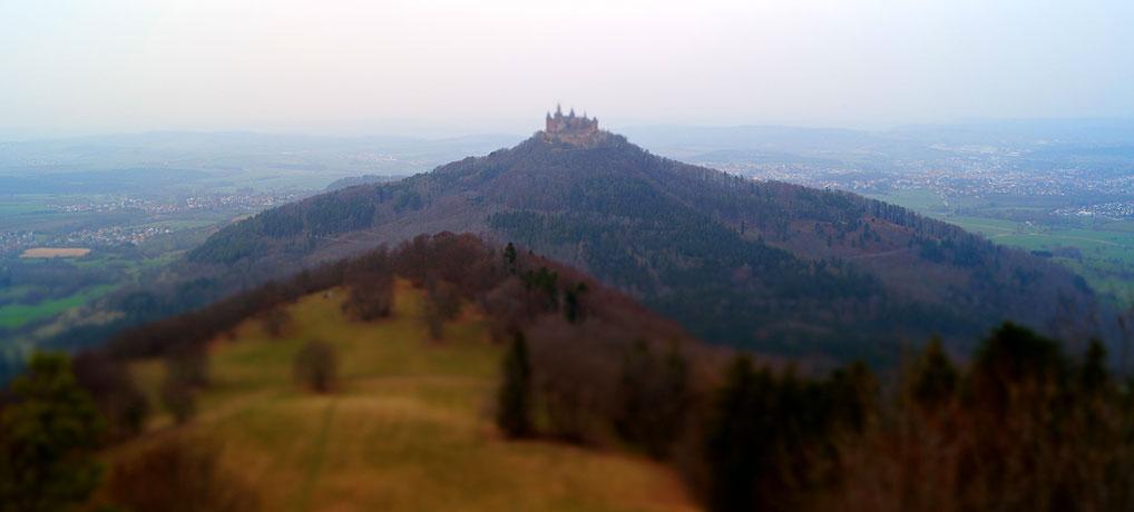 Burg Hohenzollern vom Zeller Horn aus ist ein beliebtes Ausflugsziel in Baden-Württemberg