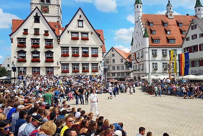 Rathaus Biberach während des Biberacher Schützenfests