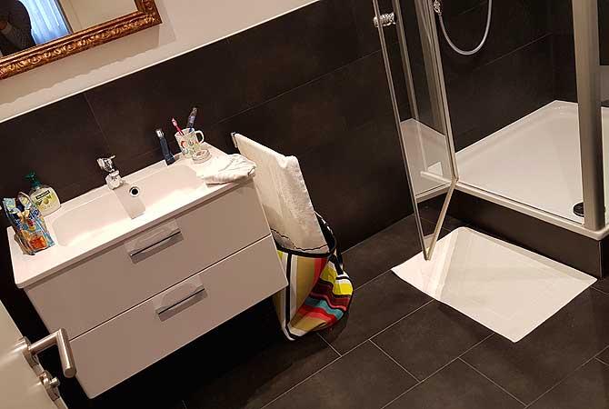 Bad im Hotel-Zimmer zum Zwinger Biberach