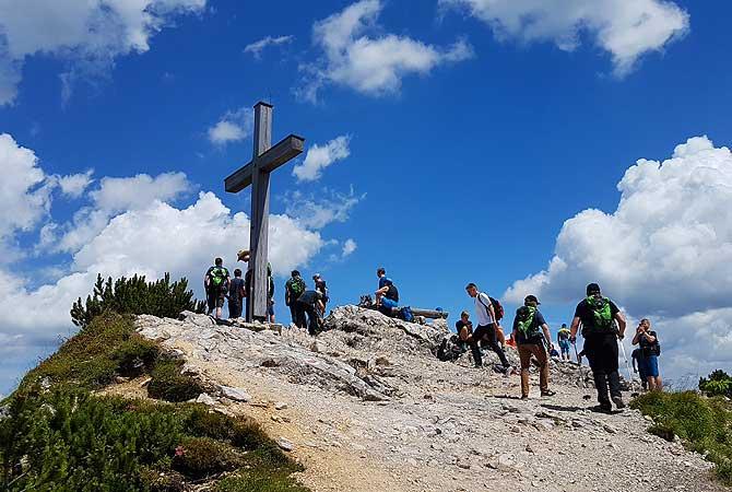 Gipfelkreuz Berg Iseler bei einer Wanderung von Oberjoch aus