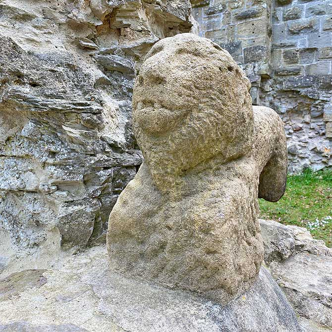 Löwe als Wahrzeichen der Burgruine Blankenhorn