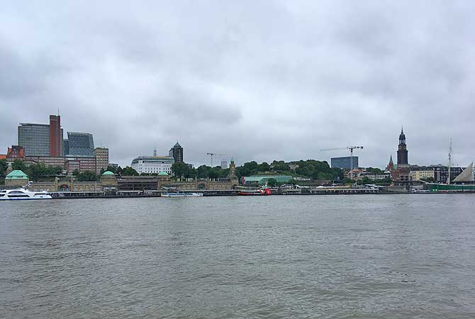 Aussichtspunkt Steinwerder mit Blick auf Skyline Hamburg