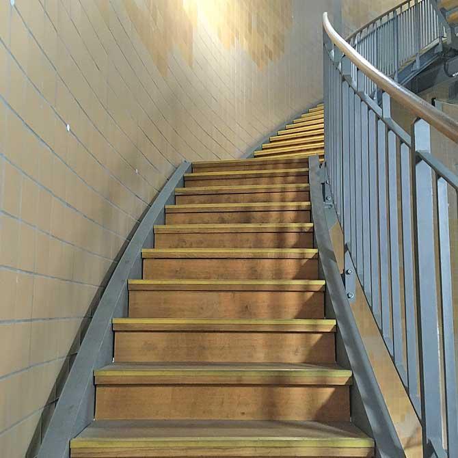 Wieveiele Stufen hat die Treppe im Alten Elbtunnel