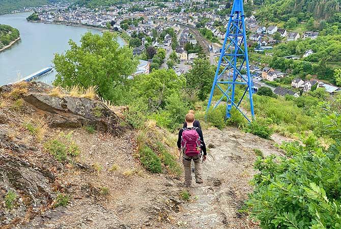 Wandern auf dem Mittelrhein-Klettersteig die Rip hinunter nach Boppard