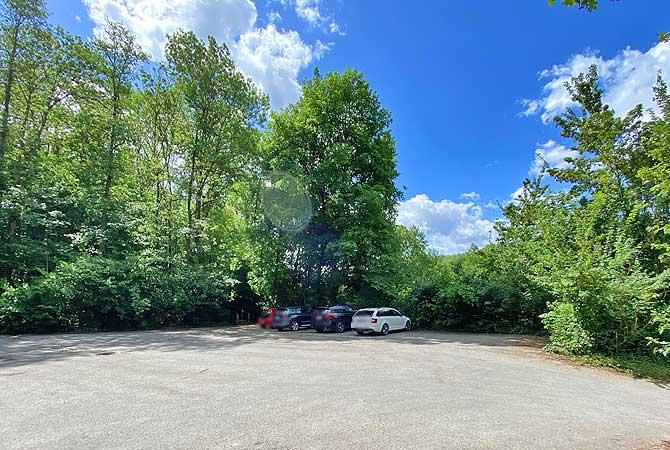Parkplatz für die Wanderung zur Ruine Blankenstein bei Steinheim