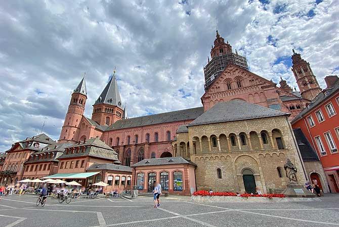 Mainzer Marktplatz mit Dom