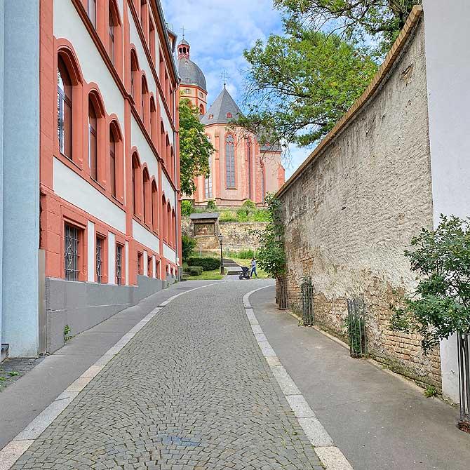 Weg zur St Stephan Kirche Mainz