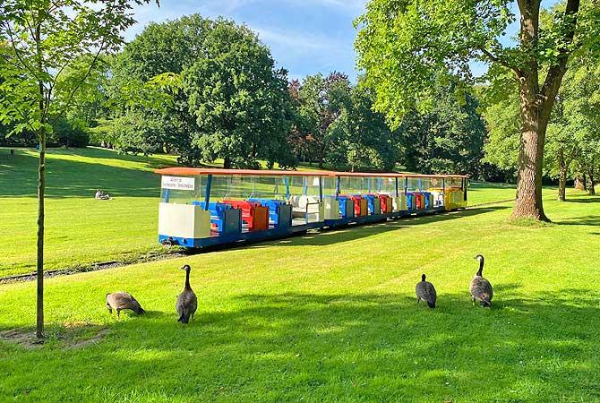 Grugabahn im Park unterwegs