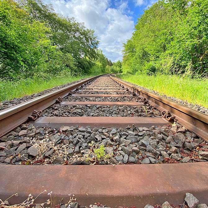 Gleise auf dem Hunsrückbahn-Wanderweg Boppard