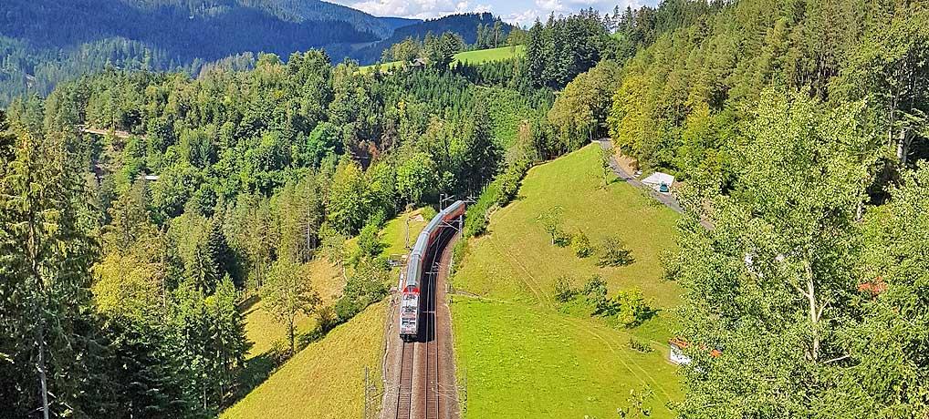 Bahnwandern auf dem Schwarzwaldbahn-Erlebnispfad bei Triberg