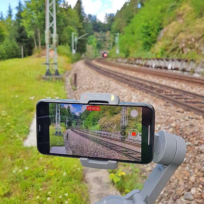 Schwarzwaldbahn kommt aus dem Tunnel