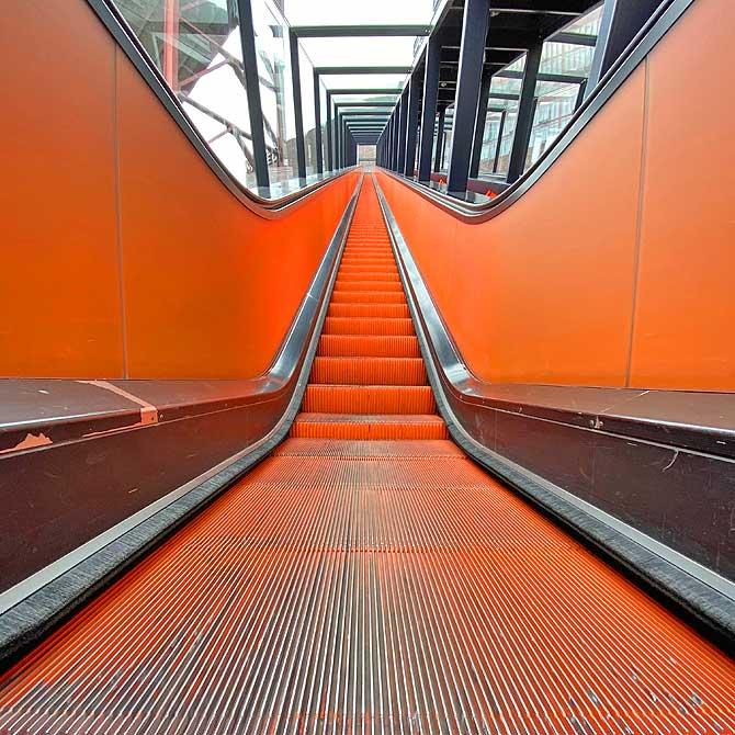 Zeche Zollverein orange Rolltreppe