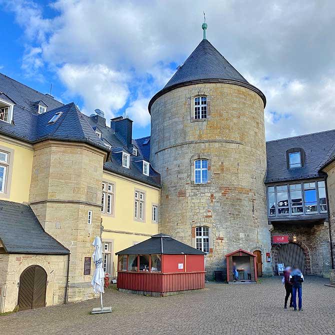 Schlossturm mit Restaurant Altane