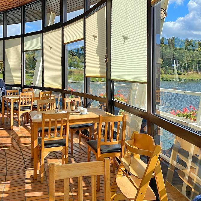 Cafe im See von innen