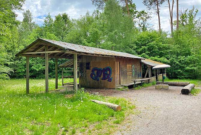 Wildsaubar Hütte mit Grillstelle