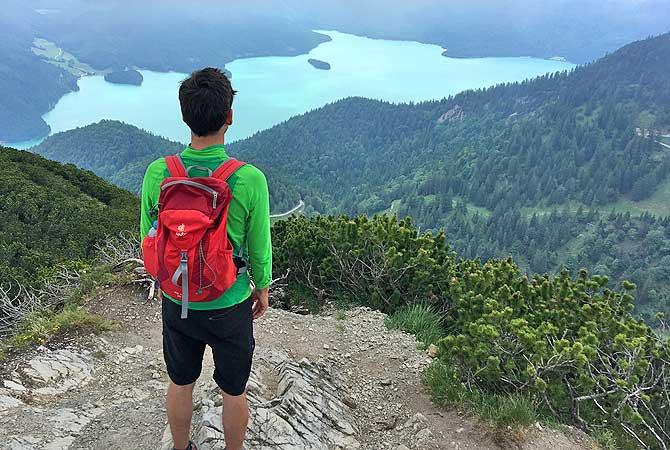 Panoramablick auf den Walchensee vom Herzogstandgipfel