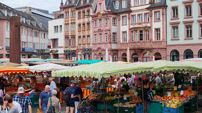 Top Sehenswürdigkeit in Mainz: Markt und Winzerfrühstück