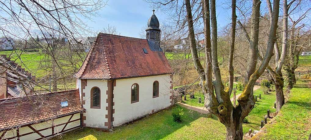 Burg Steinegg liegt auf der Wanderung in Baden Württemberg durch das Würmtal