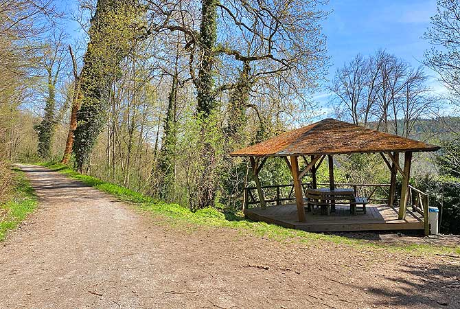 Grillplatz und Pavillon bei Burgruine Liebeneck