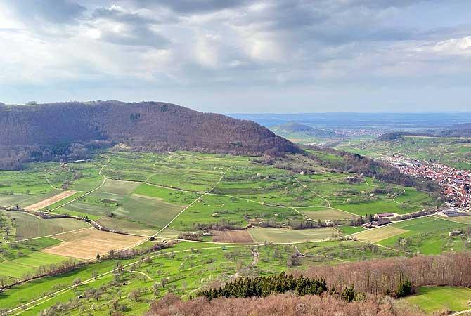 Ausblick von Burgruine Reußenstein ins Neidlinger Tal